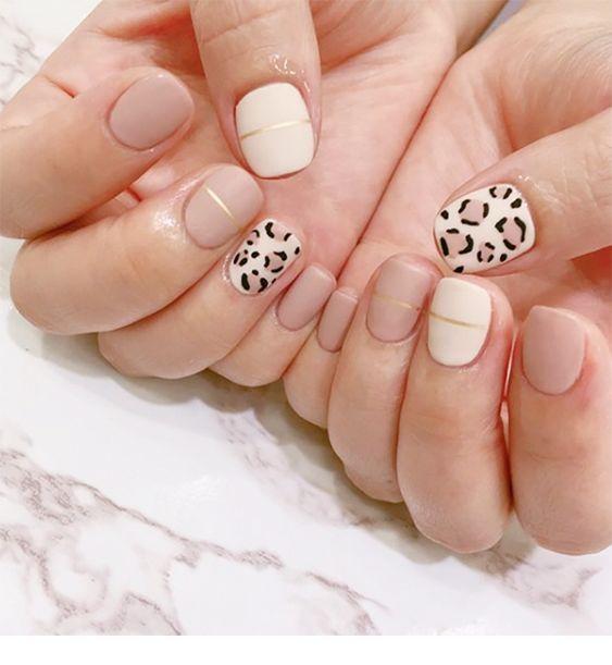 A very nice minimal leo nails