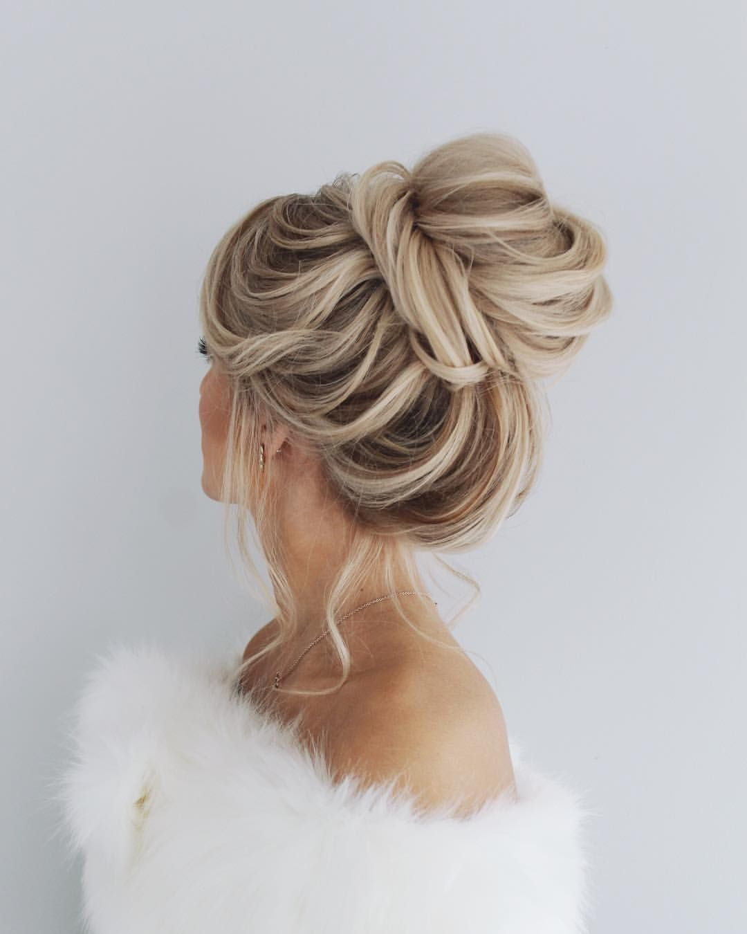 "Holiday look for this beautiful girl 💗 bridal bun goals🙌🏻🙌🏻🙌🏻<p><a href=""http://www.homeinteriordesign.org/2018/02/short-guide-to-interior-decoration.html"">Short guide to interior decoration</a></p>"