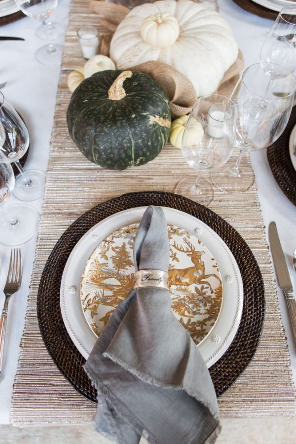 Elegant Thanksgiving Tablescape | The Lush List | #thanksgiving #thanksgivingtable #thanksgivingtablescape #howtodecoratethanksgivingtable #holidaytablescape