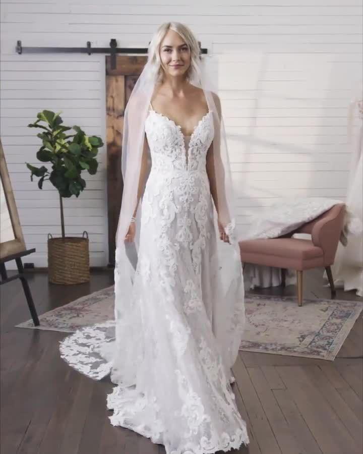 Light weight lace wedding dress ideal for a beach wedding! 💗 #MaggieSottero #laceweddingdress #lacebeachweddingdress #vintageweddingdress