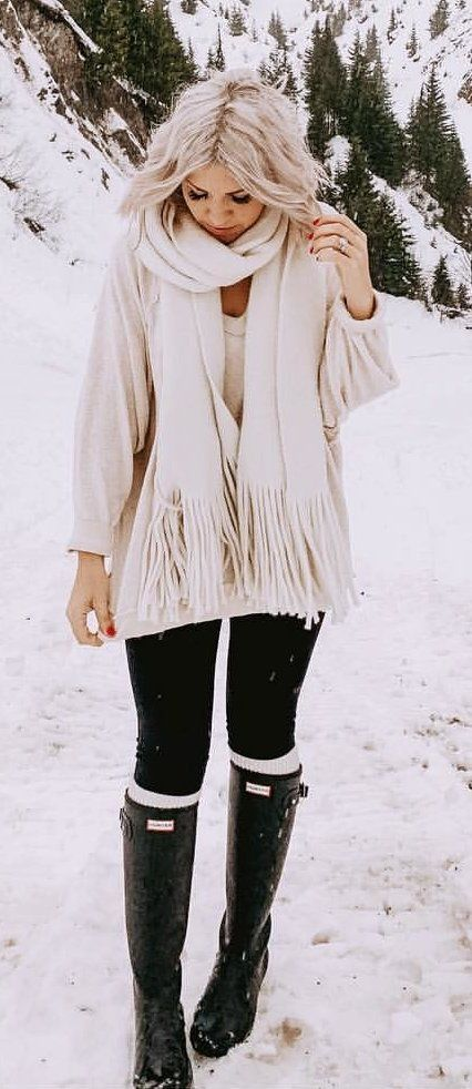 white fringe scarf and black leggings