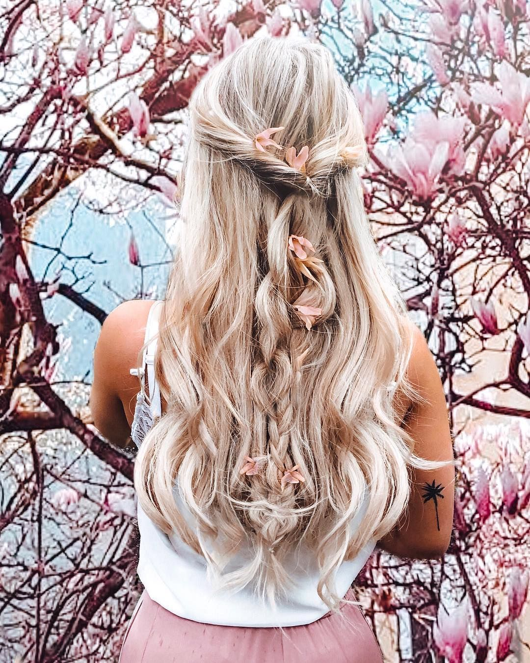 Hello Spring I really feel like my jackets in the cellar to grab friends …-#flowers #girl #girlsstruggle #hairstyle #hellospring #inspo #longhair #lovely #magnolia #Magnolien #nature #spring #springvibes
