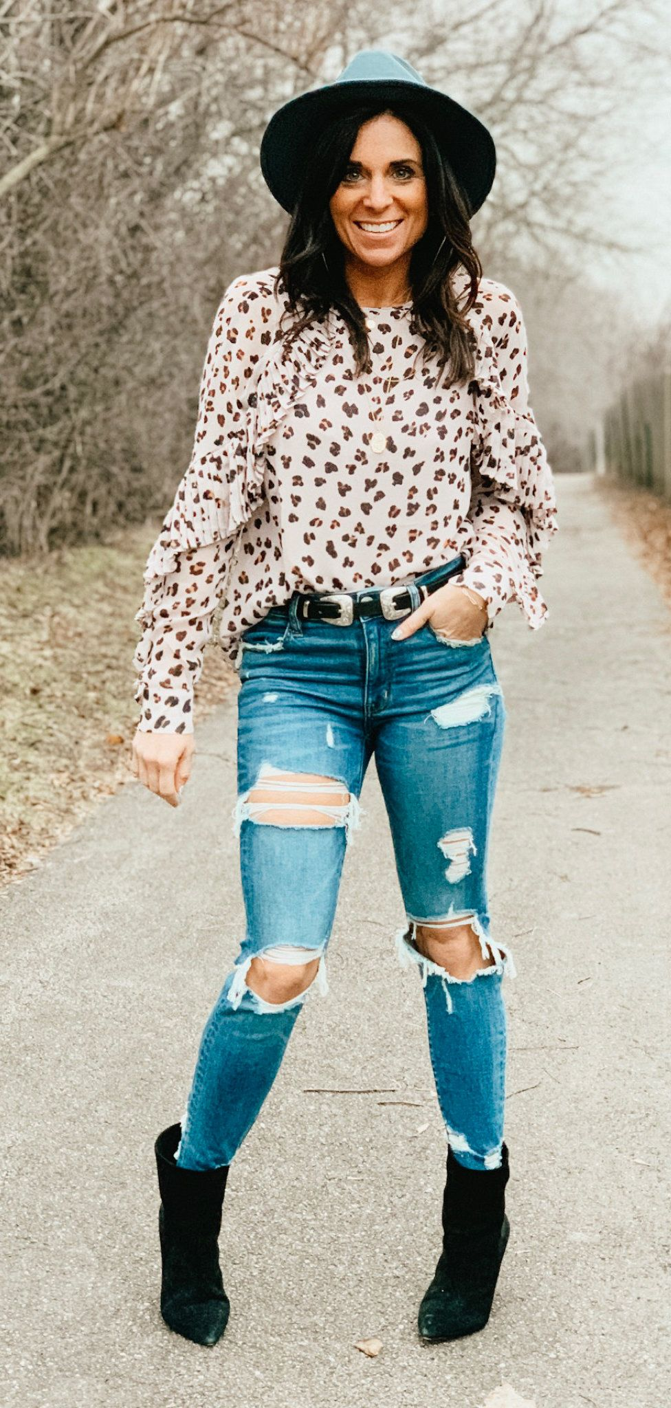 blue ripped jeans #spring #outfits