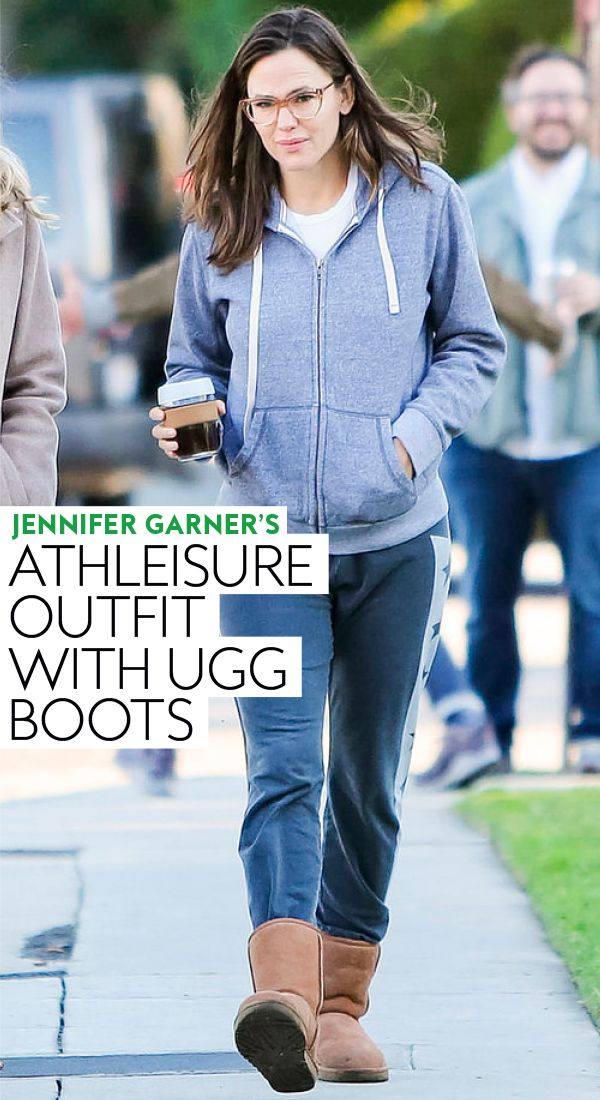 Jennifer Garner's Athleisure Outfit With Ugg Boots
