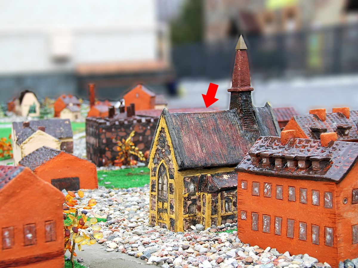 Фрагмент керамического макета с изображением Лютеранской кирхи