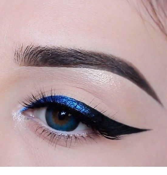 Beige eye makeup and blue glitter eye line