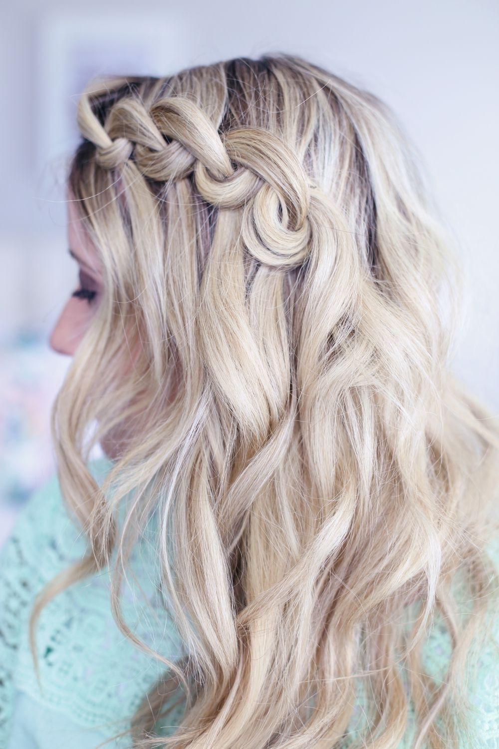 "This looped waterfall braid will help you crush those late mornings where you're in a rush and need something extra fancy. Come check it out!<p><a href=""http://www.homeinteriordesign.org/2018/02/short-guide-to-interior-decoration.html"">Short guide to interior decoration</a></p>"