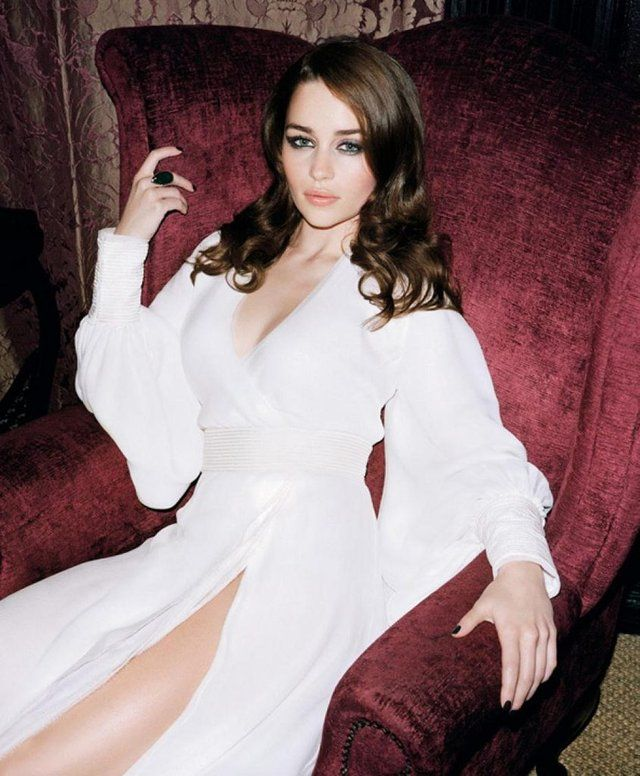 Emilia Clarke on a throne (of sorts) : pics