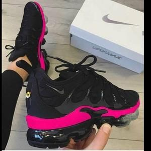Vapormax Plus 💣Black/Pink💕