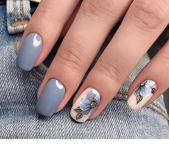 Sweet grey nails with flowers
