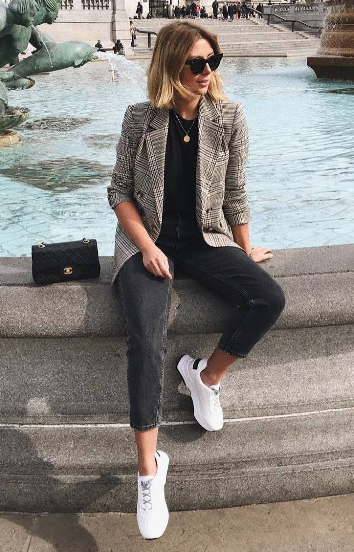 how to wear a plaid blazer : bag black jeans top sneakers