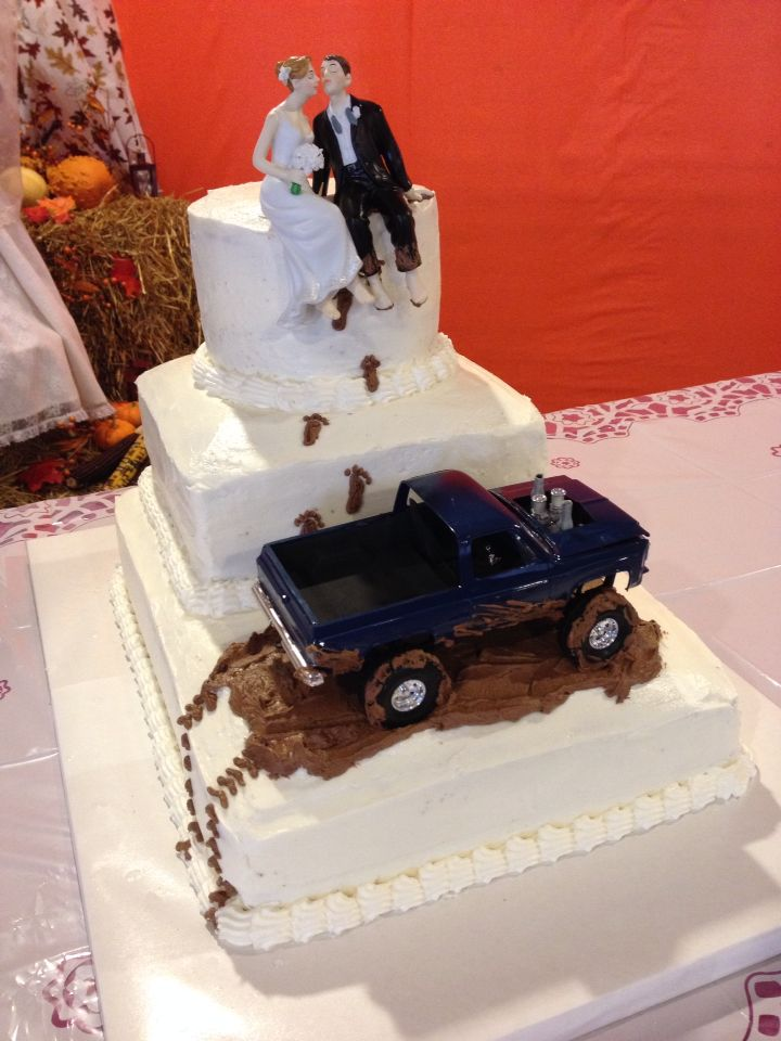 wedding cake with truck and mud the most awesome country wedding cake toyota 26977