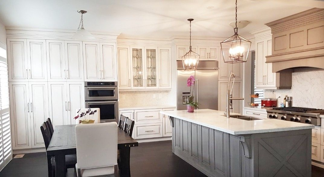 Traditional Kitchen With Island And Hood As A Different Colour Better Living Custom Renovations Toron Traditional Kitchen Island Kitchen Traditional Kitchen