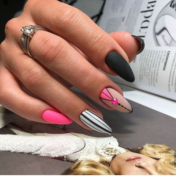 I like the pink details for nails