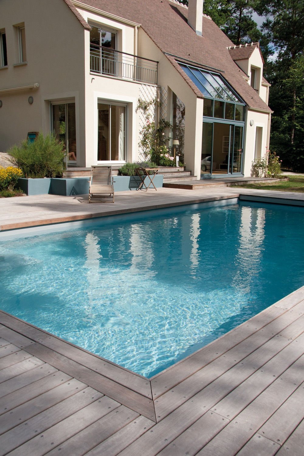 piscine avec terrasse en bois et rev tement carrelage r alis e par marinal jardin pinterest. Black Bedroom Furniture Sets. Home Design Ideas