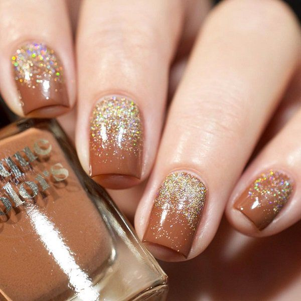 The shine and rhinestones enriches everything so the manicure. If you are indecisive and do not know which pattern to draw on your nails, simply sprinkle the jewels and it will be quite enough.