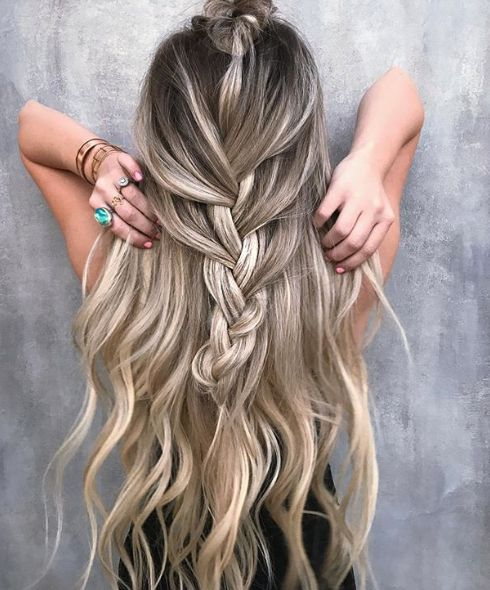 "Braid me ⬆️ | with <a class=""pintag"" href=""/explore/habithandtiedextensions/"" title=""#habithandtiedextensions explore Pinterest"">#habithandtiedextensions</a> clipins 