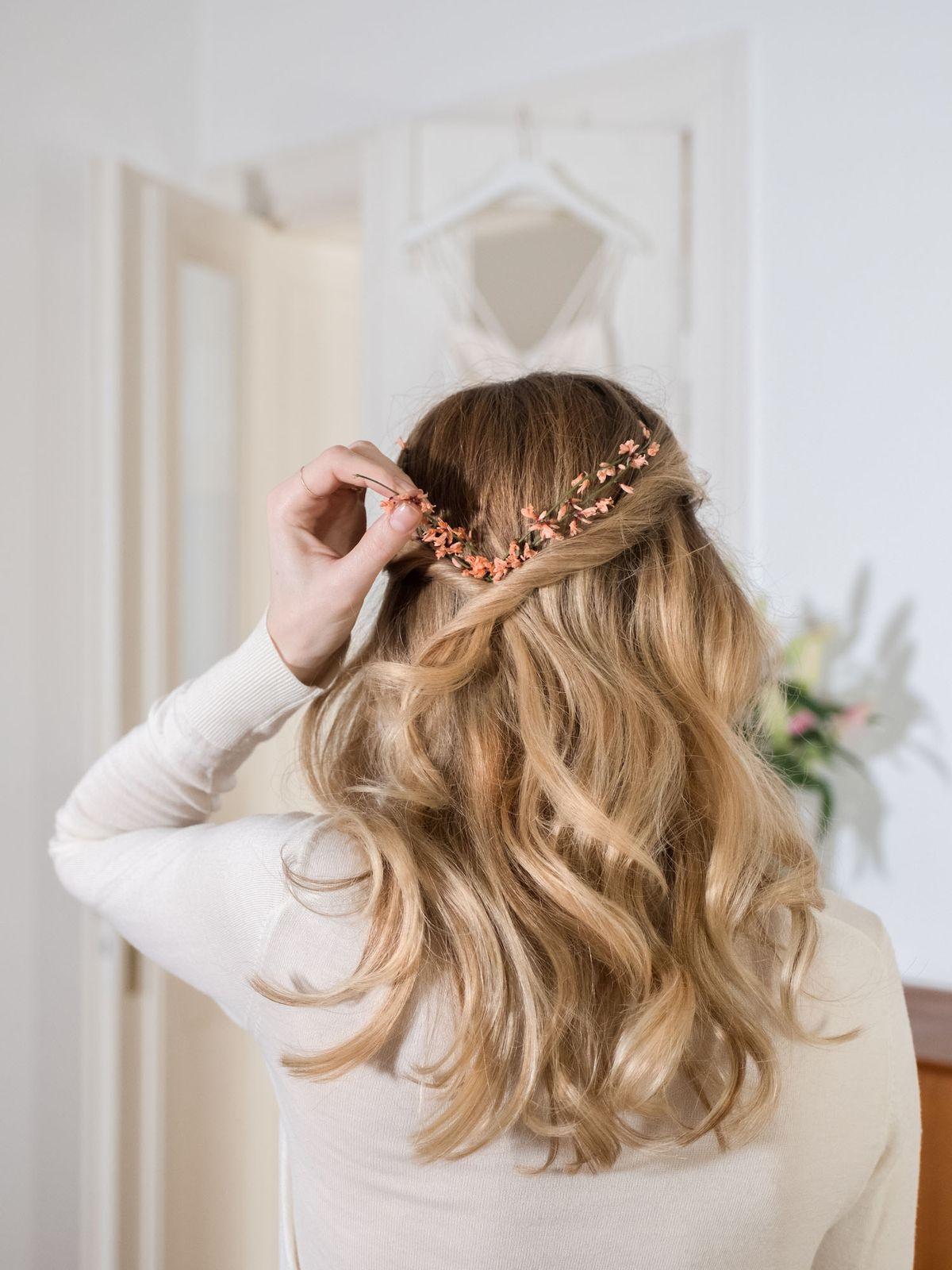 "Beautyblog-Wedding-Hair-Step-by-Step-Waves<p><a href=""http://www.homeinteriordesign.org/2018/02/short-guide-to-interior-decoration.html"">Short guide to interior decoration</a></p>"