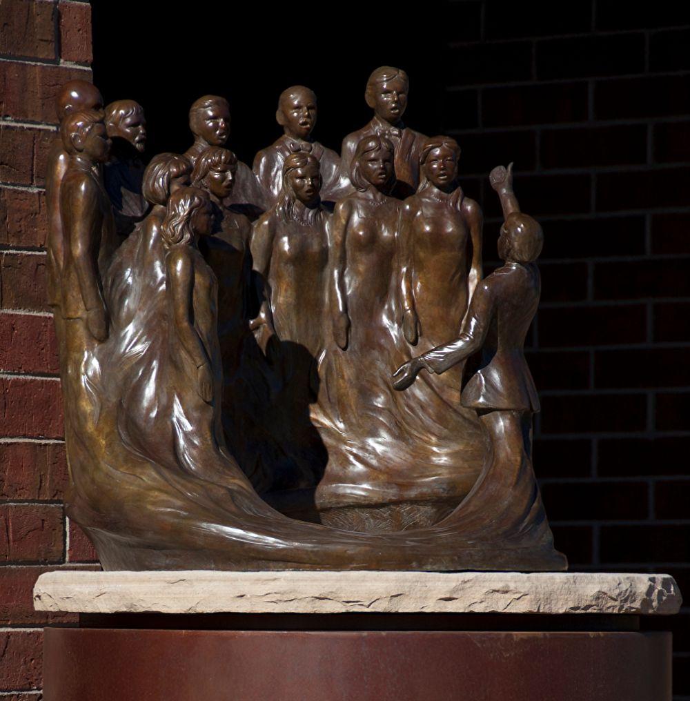 Crescendo. Bronze. Gary Alsum (escultor americano).
