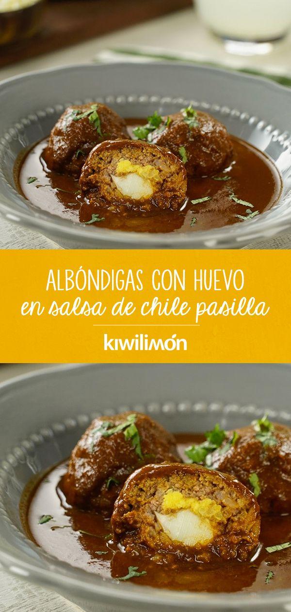 Albóndigas con Huevo en Salsa de Chile Pasilla
