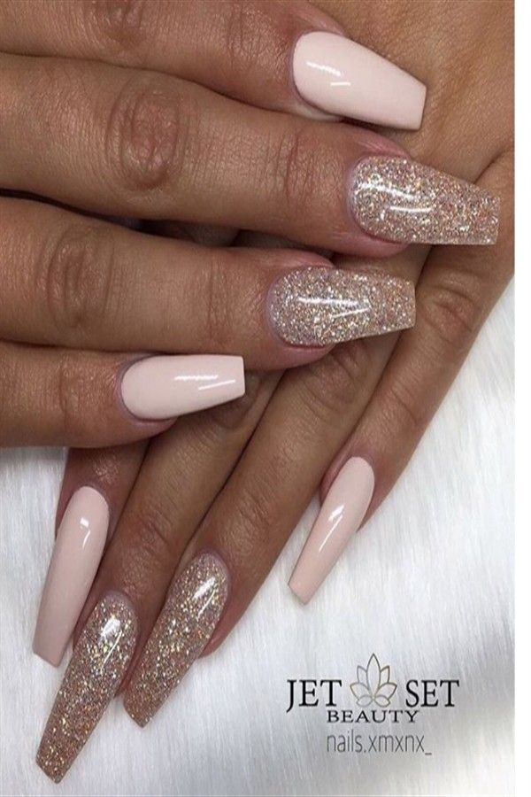 25+ Pretty Golden Nails With Glitter You Must Try – Fashonails