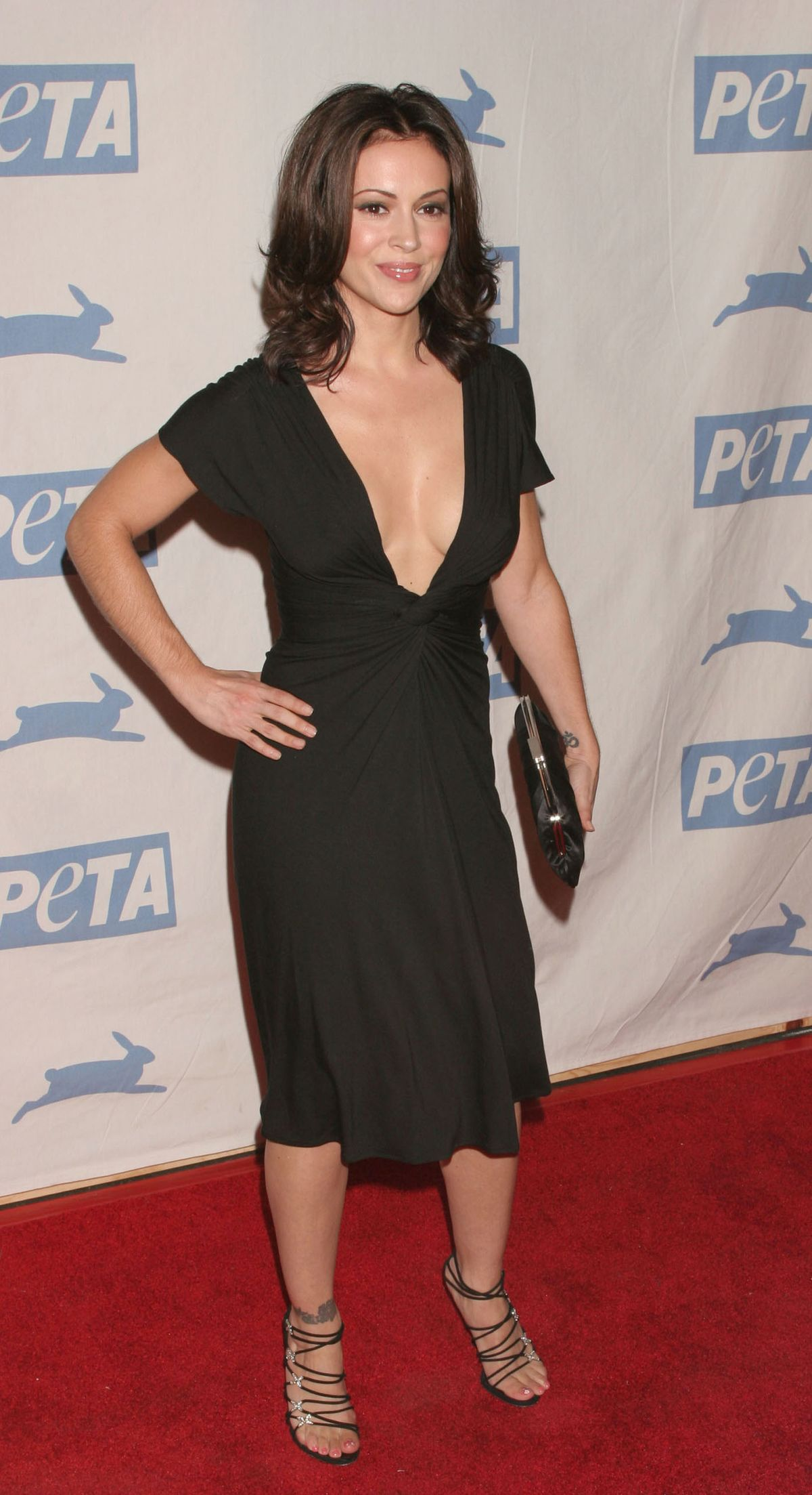 {39 Images} – Alyssa Milano at the Peta 25th Anniversary Gala and Humanitarian Awards Show at Paramount Pictures Studio in Hollywood, CA September 10 2005