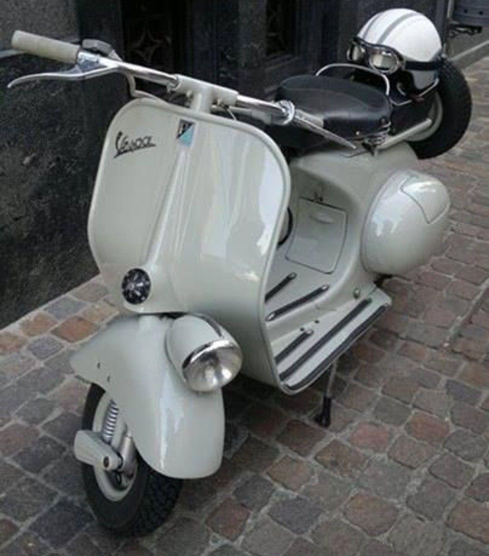Beautiful classic Vespa | Vespa scooters, Classic vespa