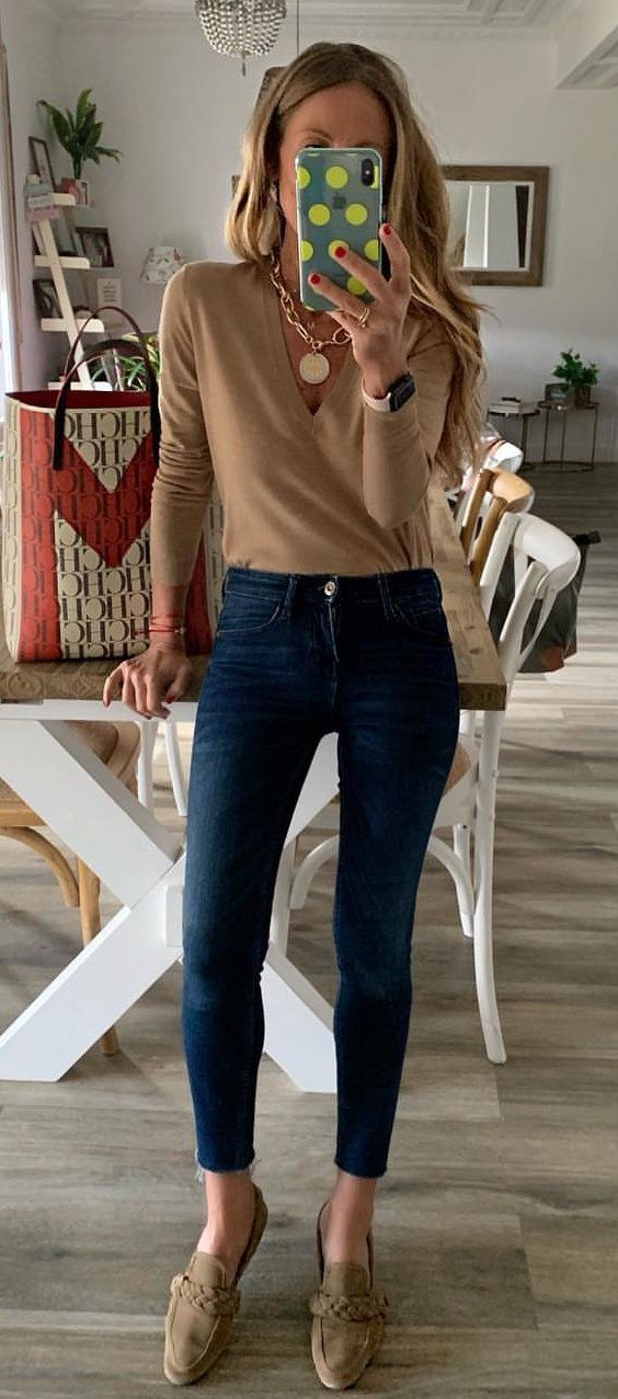 Brown Top + Skinny Jeans #spring #outfits