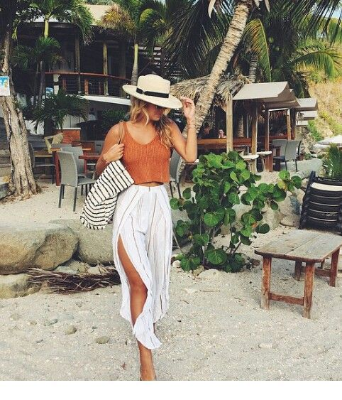 Nice beach look with a hat