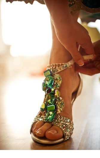 Glam green sandals with diamonds