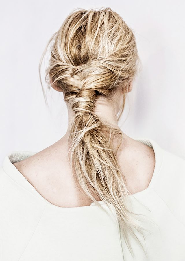"SAY HELLO TO THE PERFECT NO-BRUSH FISHTAIL PONYTAIL totally 'low-mane-tenance' for your weekend<p><a href=""http://www.homeinteriordesign.org/2018/02/short-guide-to-interior-decoration.html"">Short guide to interior decoration</a></p>"