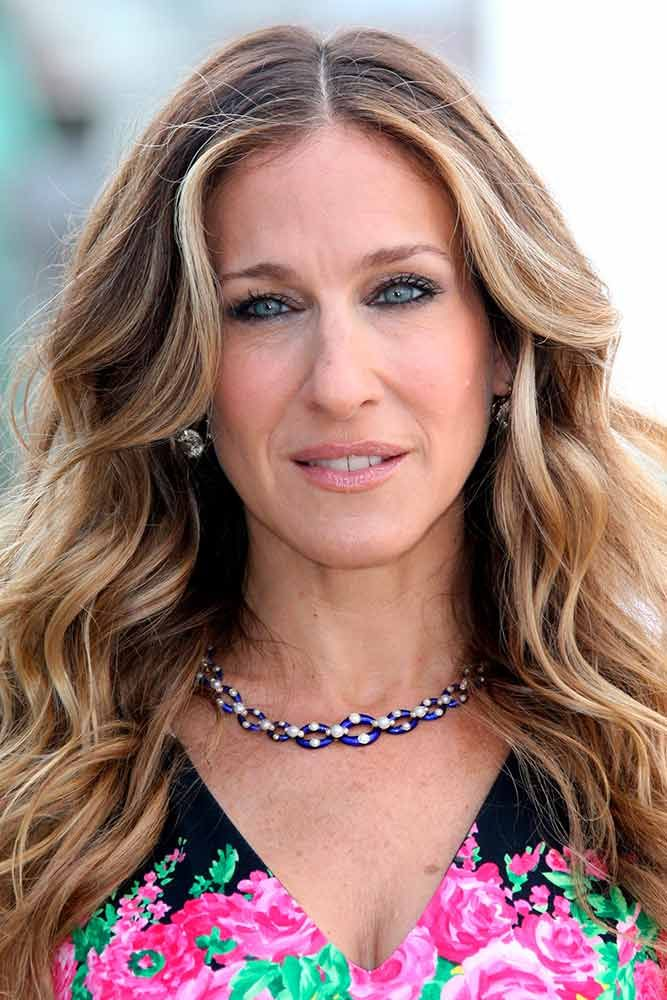 Blonde Highlights For Light Brown Waves #lightbrownhair #sarahjessicaparker ★ Light and dark brown hair with highlights and lowlights looks spectacular. Discover trendy color ideas for short and long hairstyles. #glaminati #lifestyle