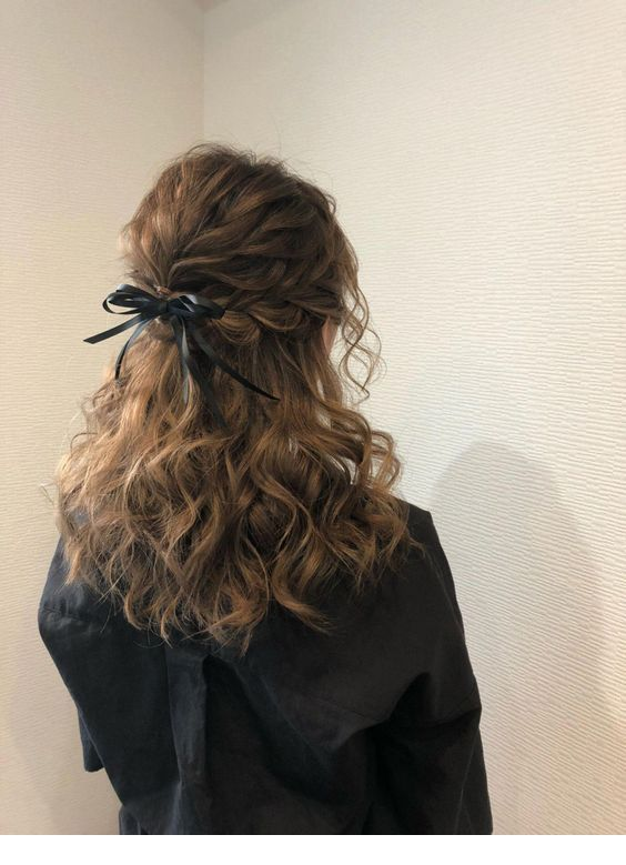 Messy curly hair and a bow