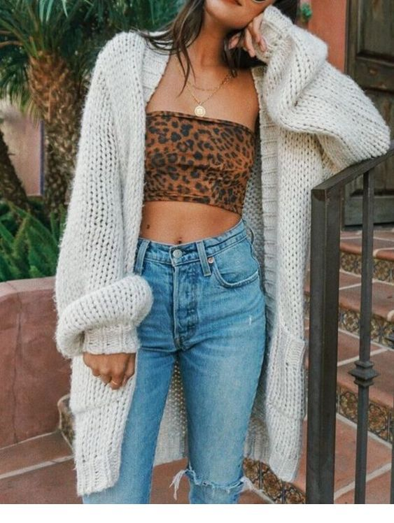 Leo crop top, jeans and a cardi
