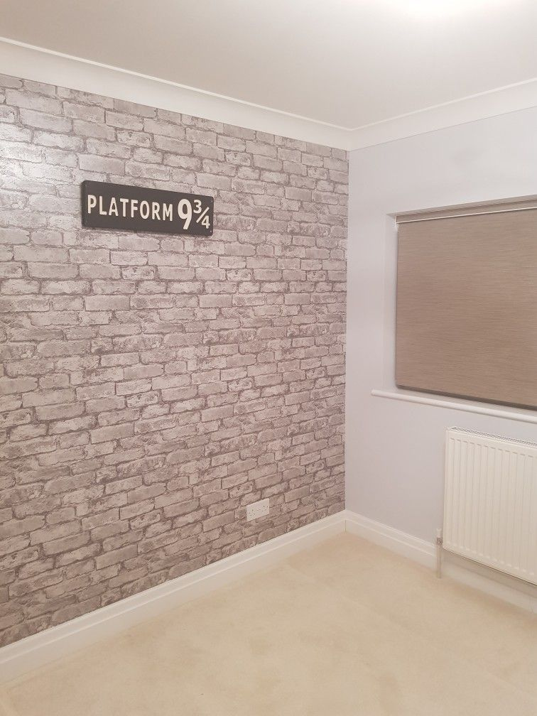 Platform 9 3/4 and brick wall wallpaper Harry Potter