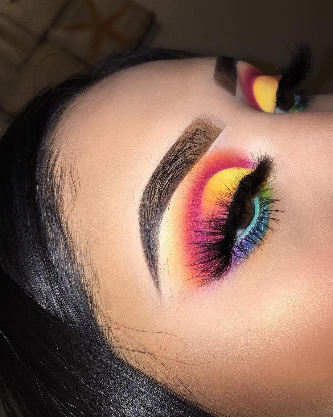 """SARAHI❤️ on Instagram: """"🌈 Colorfull 🌈. Después de muchooooo tiempo un nuevo makeup!! Lo hice con la nueva paleta de morphe en colaboración con @jamescharles ❤️…"""""""