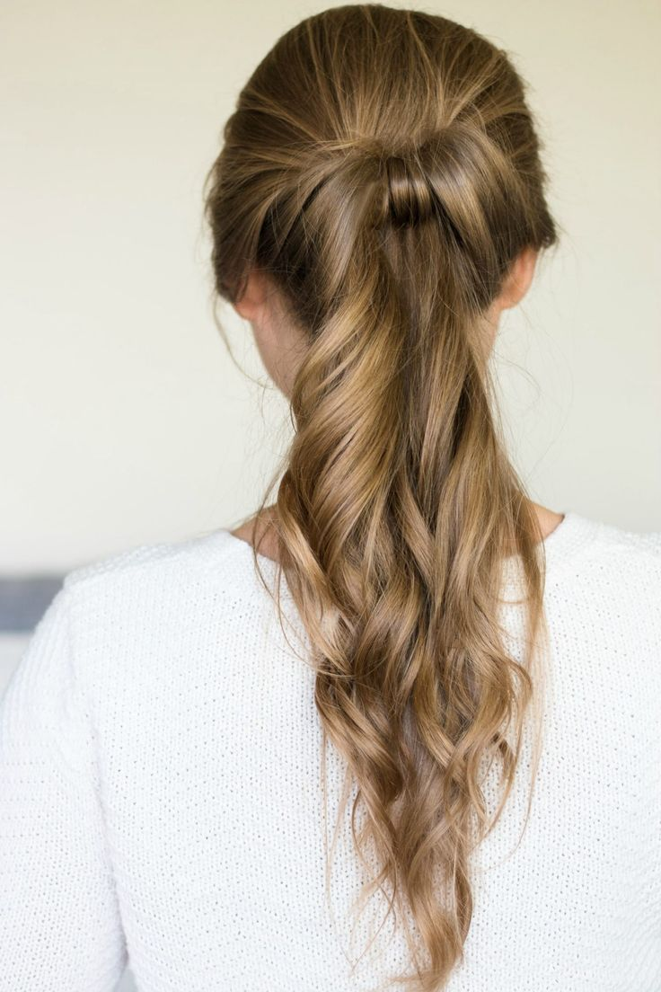 Fancy looped ponytail with loose waves hair tutorial | Quick and easy, no-heat hairstyle tutorials with beauty blogger Ashley Brooke Nicholas + the best shampoo and conditioner for dry hair from @PanteneUS ! #StrongisBeautiful sponsored