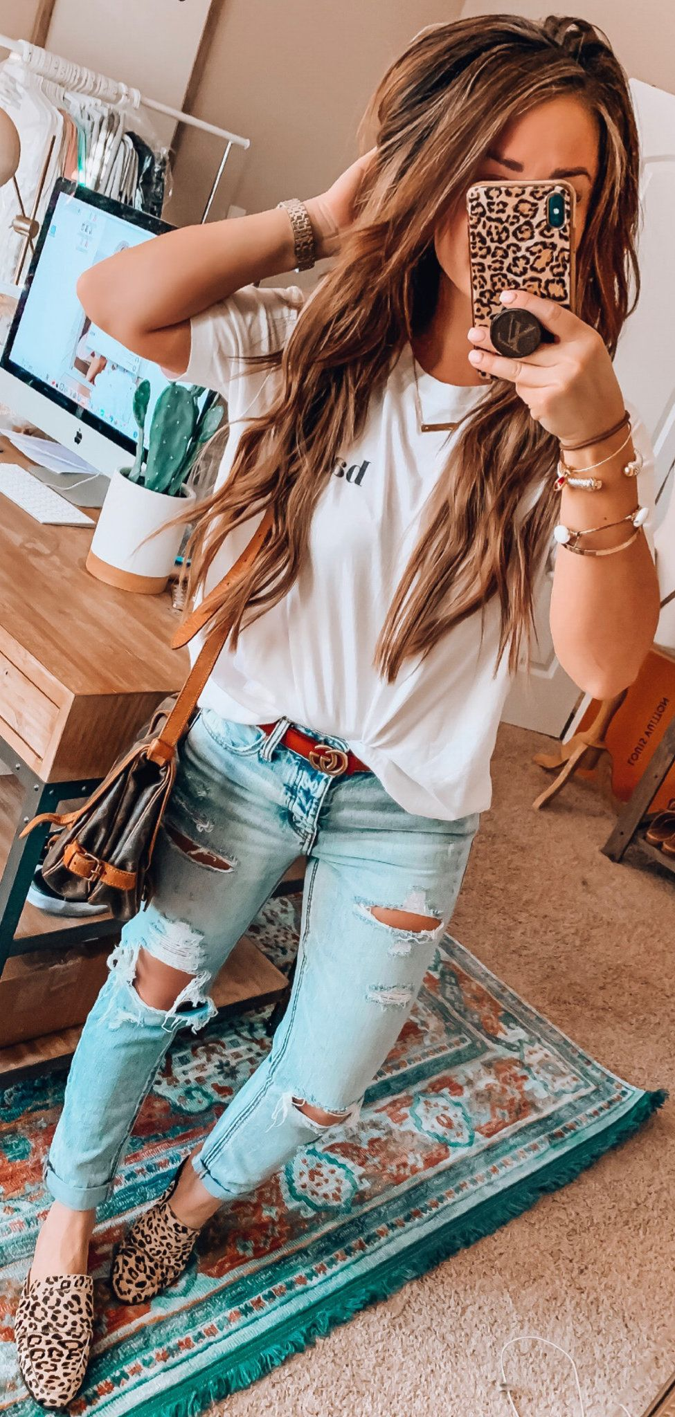 white and red crew neck shirt #spring #outfits