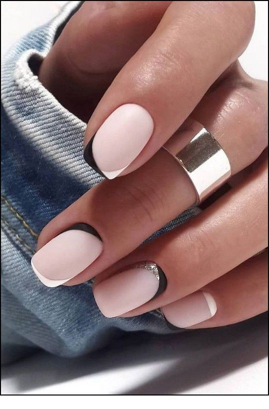 Matte nails with some lines