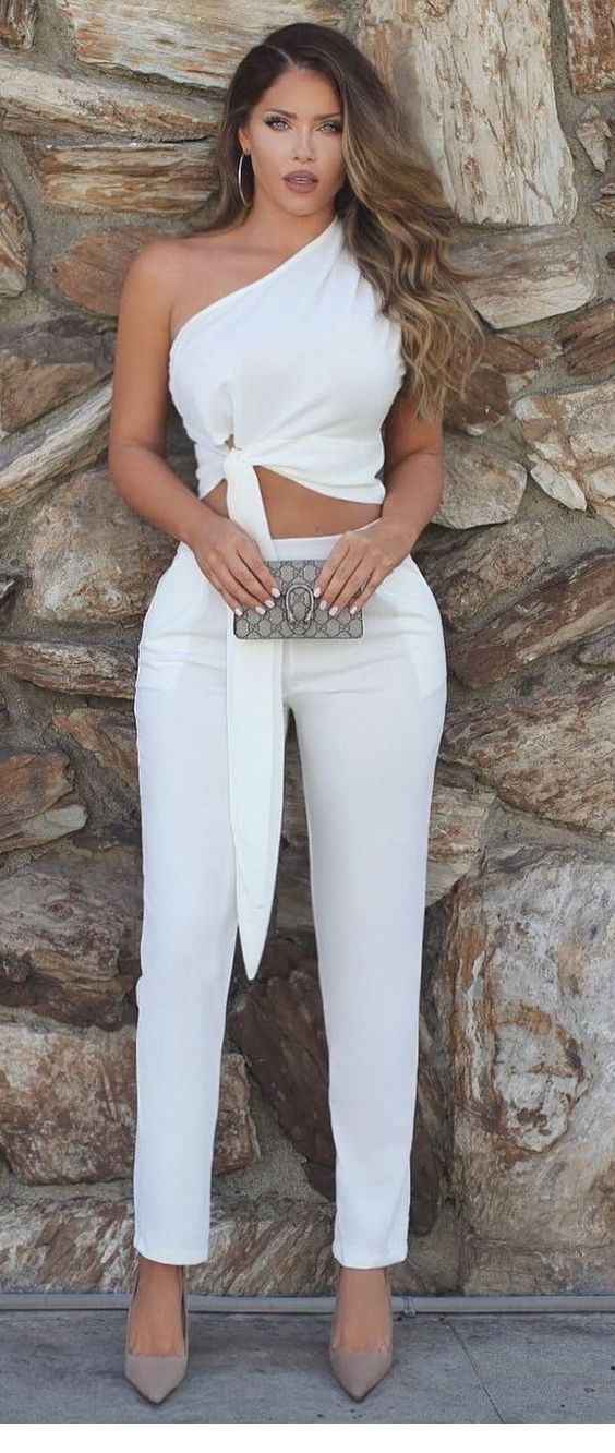 Chic all white outfit and a little bag
