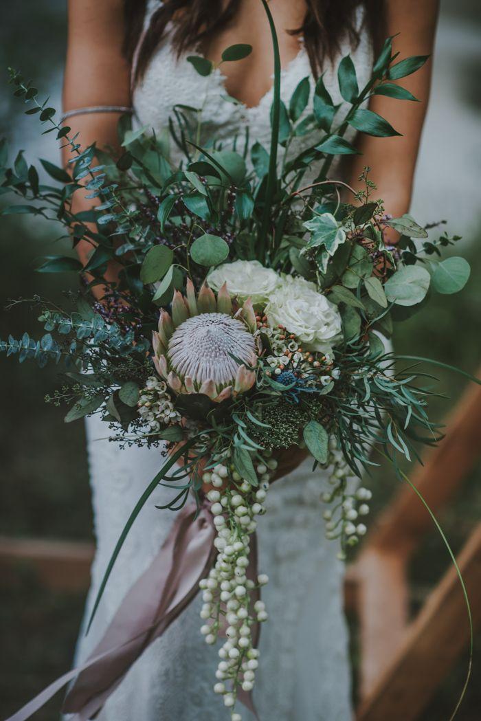 Earthy + boho-inspired bridal bouquet | Image by Oak + Pearl Photo