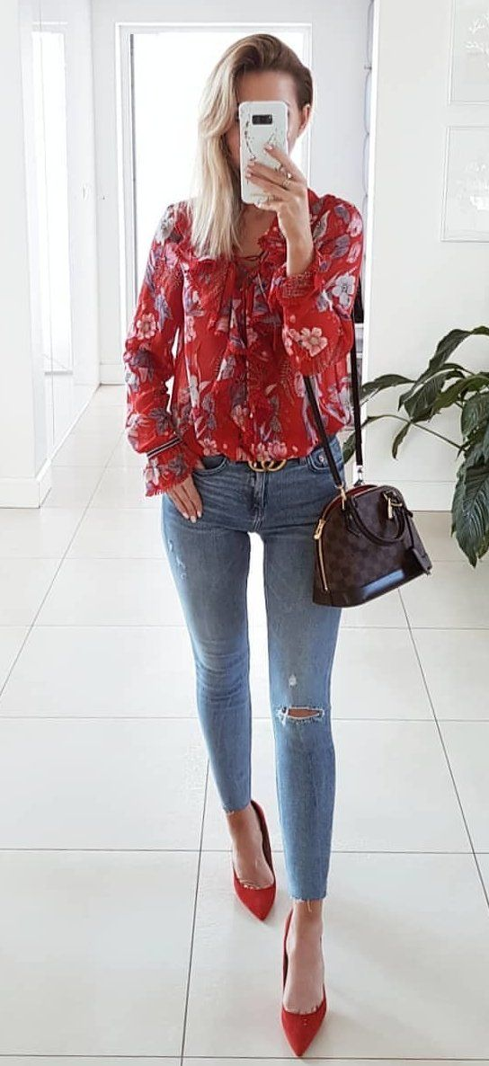 red long sleeved shirt and blue jeans #spring #outfits
