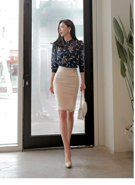 Nice office style, black shirt and pencil skirt