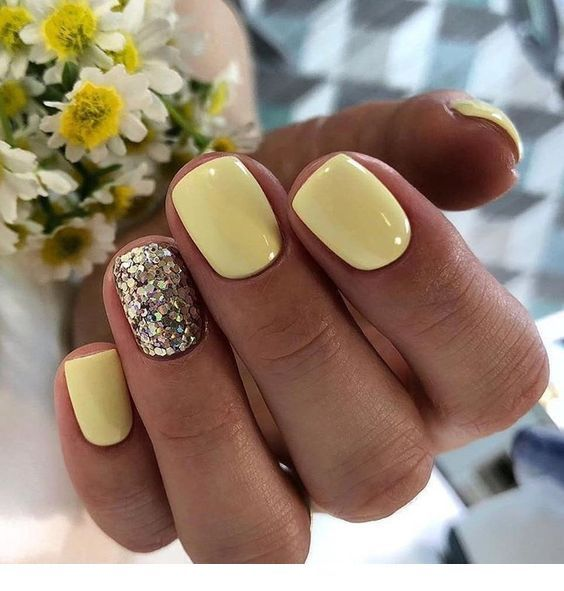 Light yellow nails with glitter