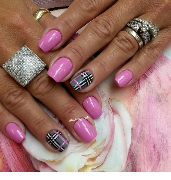 Beautiful pink nails with plaid print