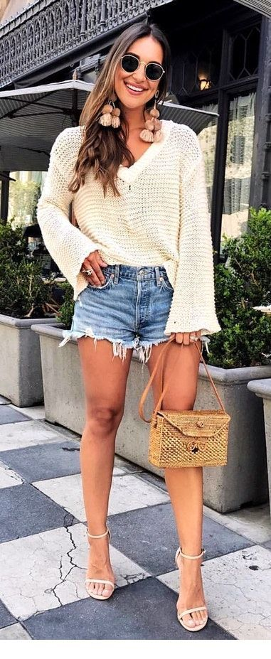 Oversize sweater and short jeans