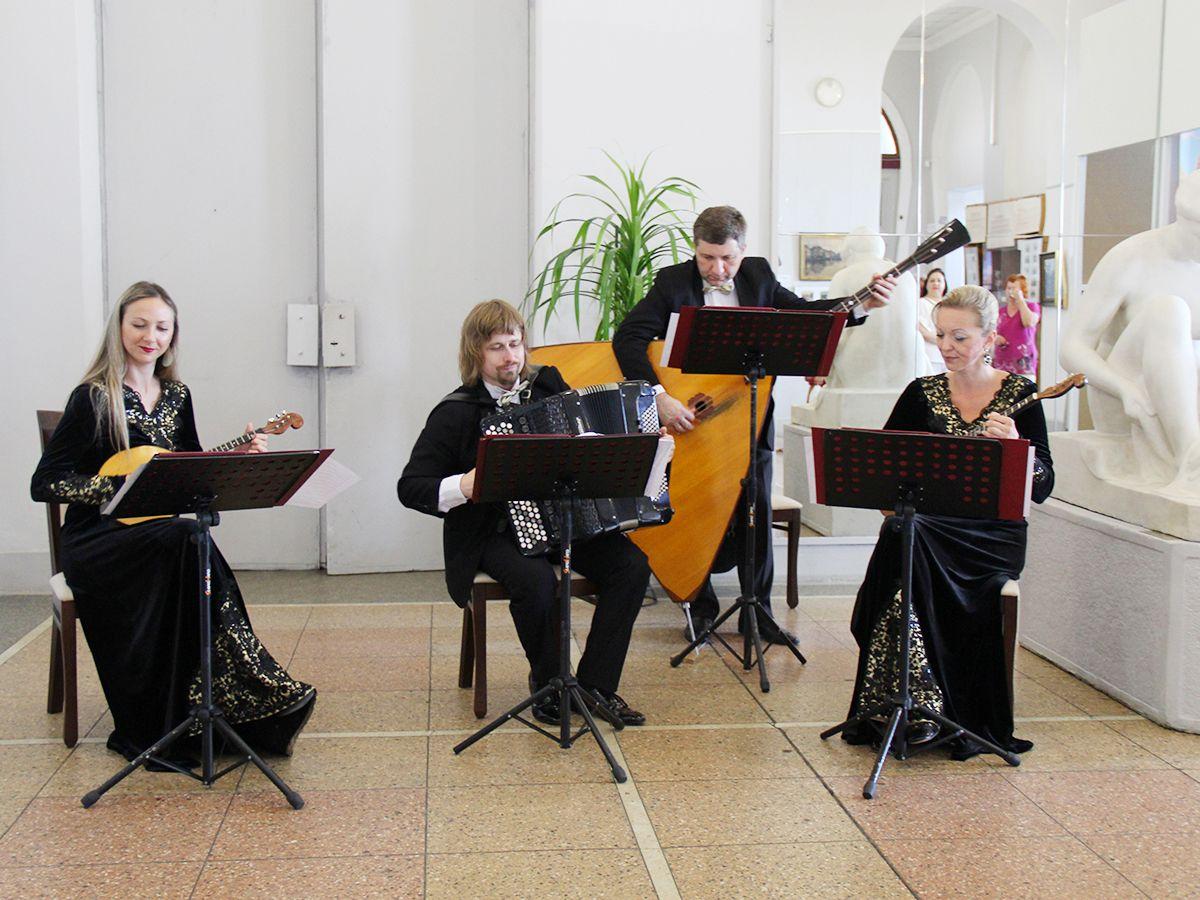 Музыканты на выставке