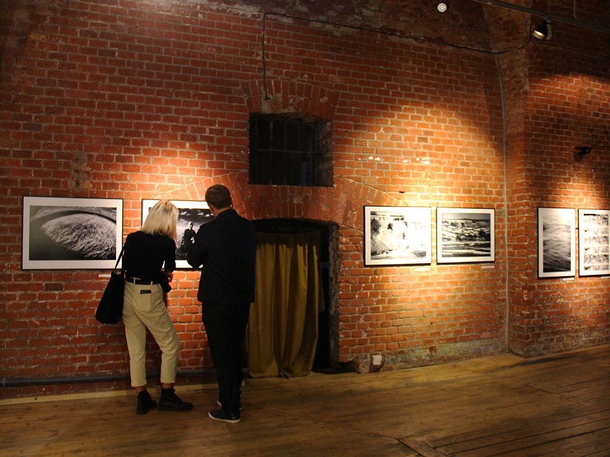Работы Павла Персциньского хочется рассматривать долго и внимательно. Фото Евгении Шведы