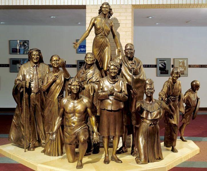 Grupo escultórico produzido por Victor Issa (escultor americano).