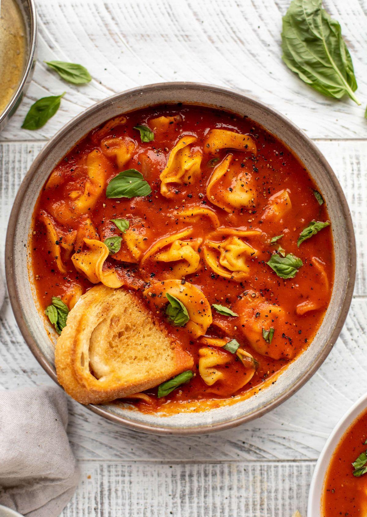 Tomato Tortellini Soup - Curried Tomato Tortellini Soup with Garlic Toast